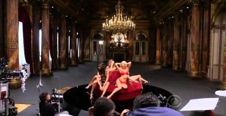 Sara Sampaio em desfile de Victoria's Secret